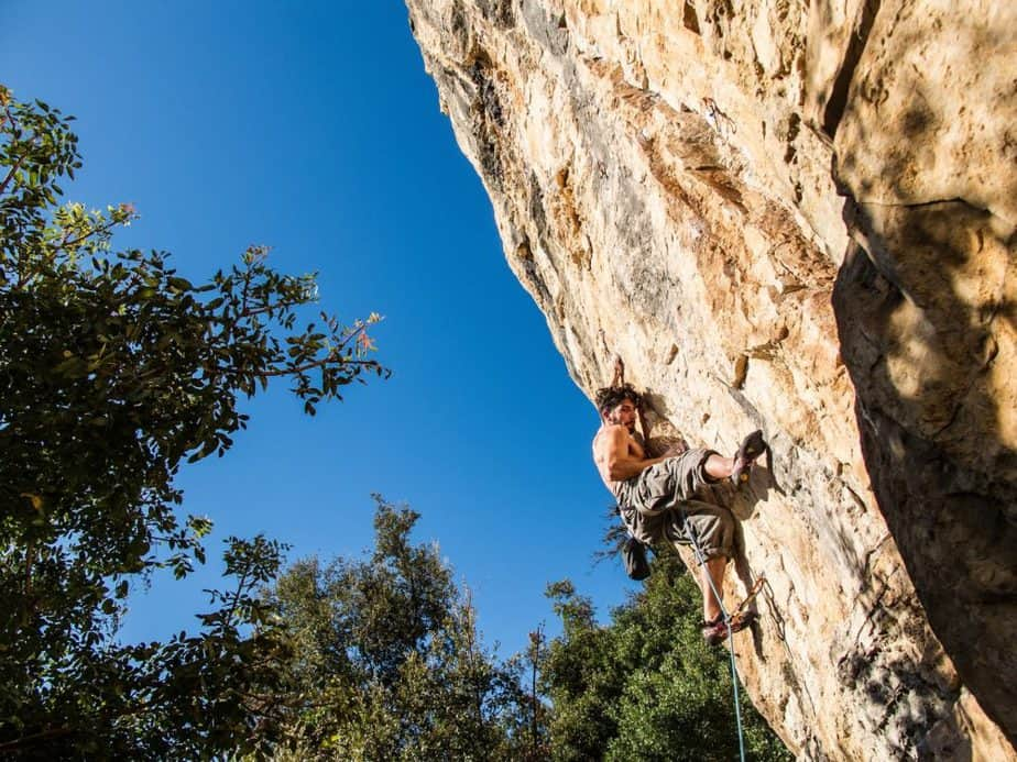 How Many People Die Rock Climbing? – The Rockulus